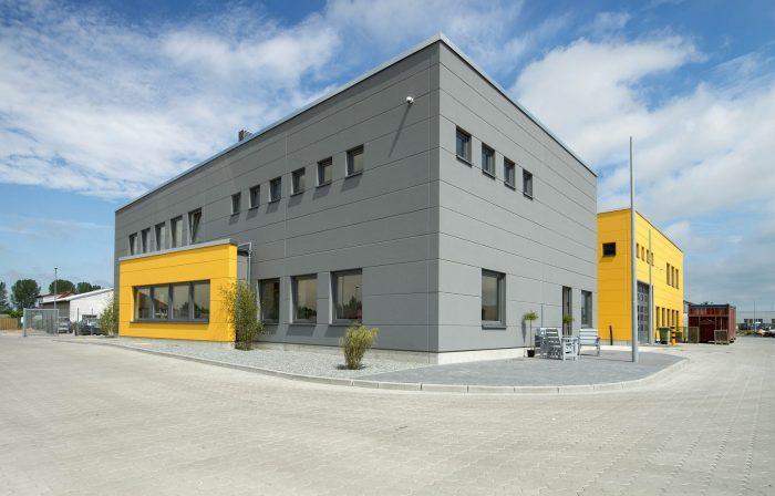 Graugelber Gewerbebau in Oldenburg