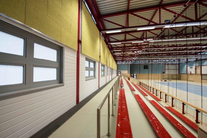 Innenansicht von Sporthallentribüne Warnemünde