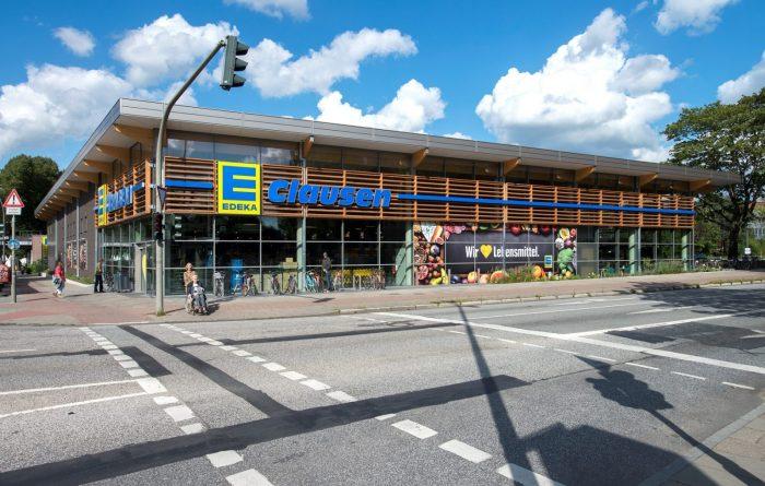 Seitenansicht Edeka Hamburg mit Dachplatten