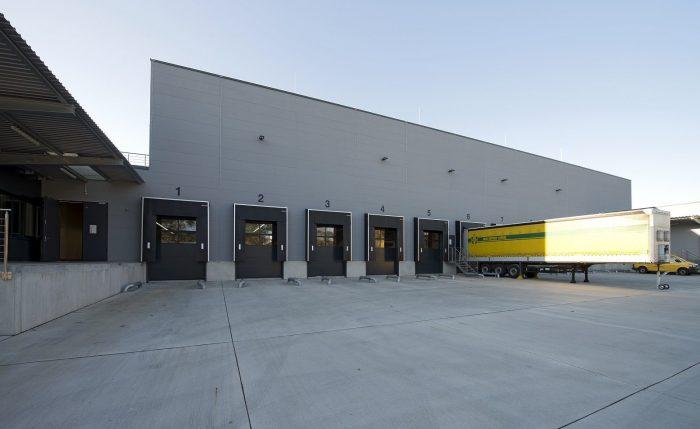 LKW-Beladungsstation Hugo Häffner mit grauen Wandplatten